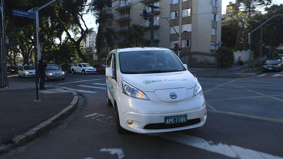 Der Nissan e-NV200-Prototyp erzeugt mit Bioethanol Wasserstoff