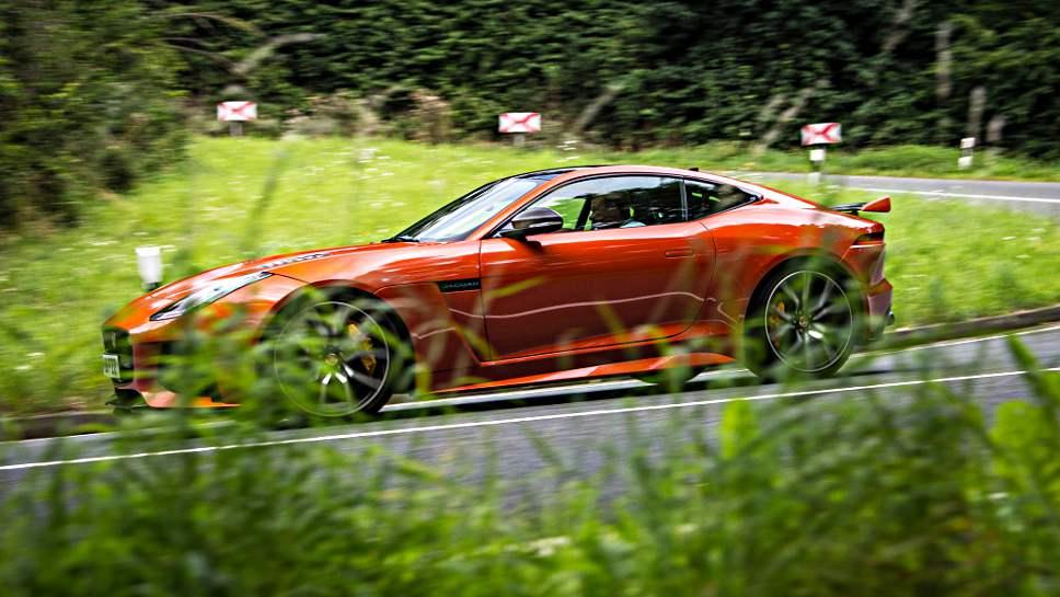 Der Jaguar F-Type leistet als SVR-Version 25 PS mehr.
