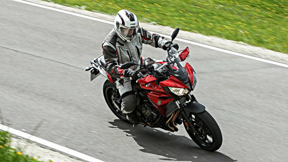 Das Motorrad sollte vom Fahrer vor längeren Fahrten geprüft werden.