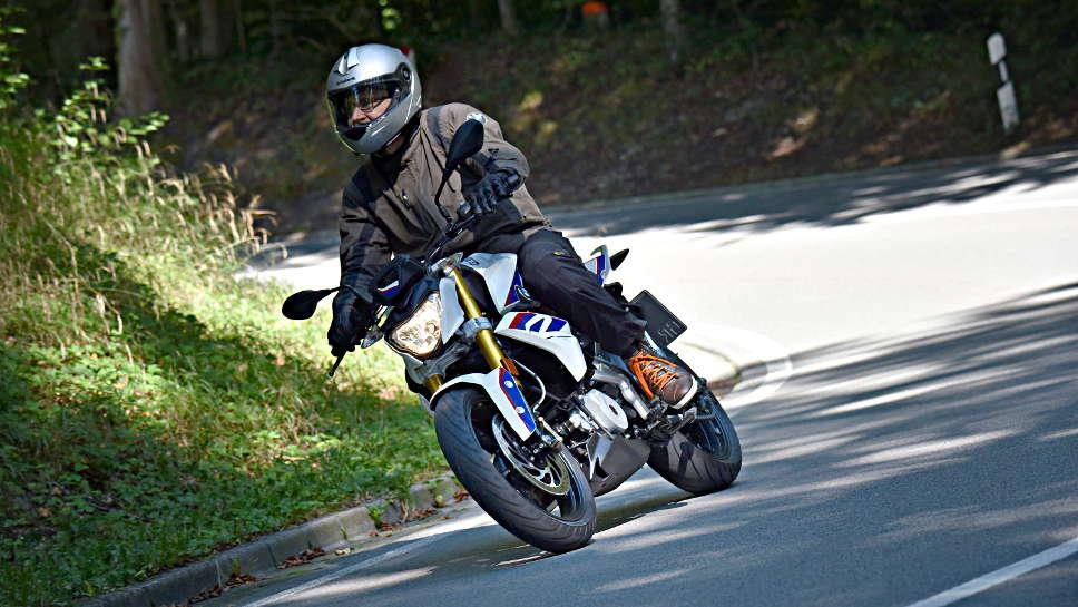 Die BMW G 310 R soll neuen Kunden zur Marke bringen.