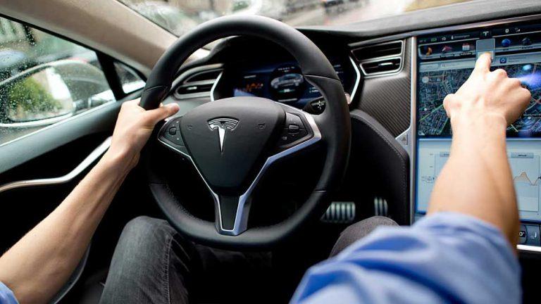 Tesla geht nächsten Schritt zum autonomen Fahren