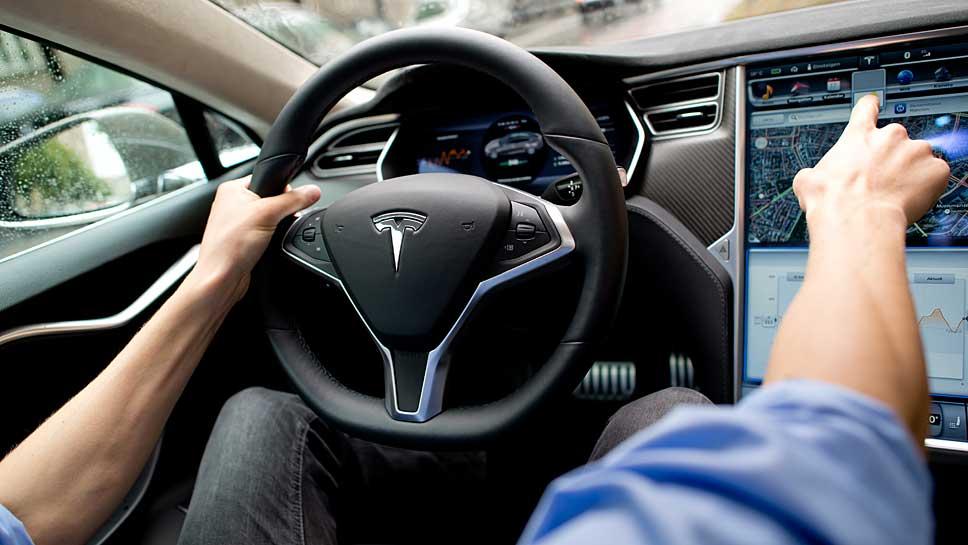 Tesla bringt die Technik fürs autonome Fahren in alle neuen Modelle.