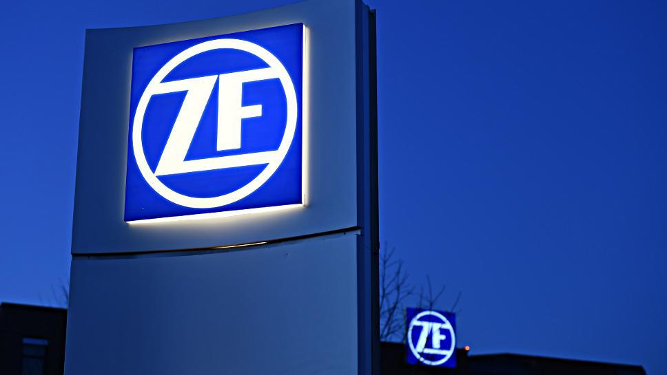 ZF kooperiert mit Faurecia bei autonomen Fahrzeugen.