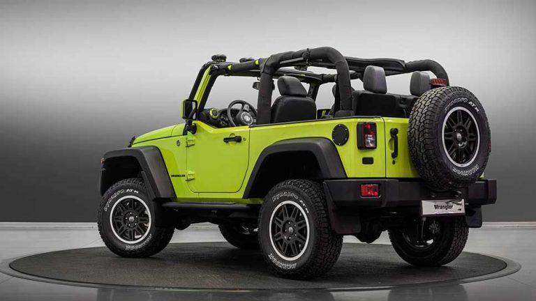 Jeep fährt auffällig ins Gelände