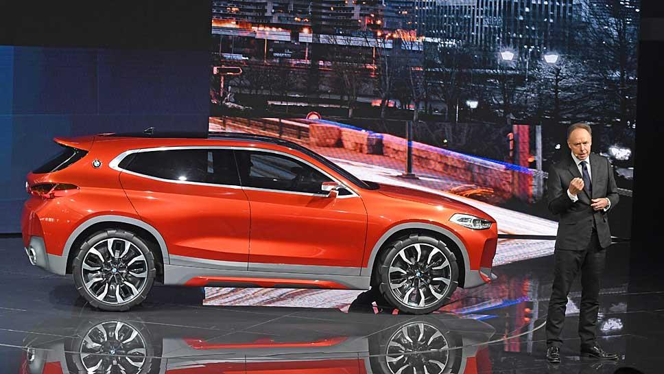 BMW-Vorstand Ian Robertson präsentiert den BMW X2