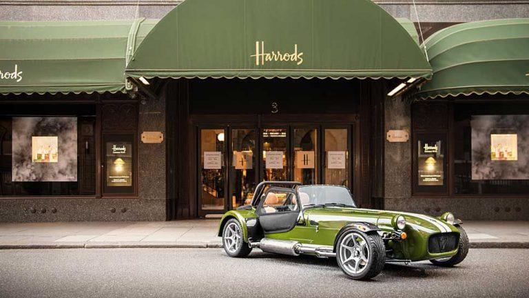 Kaufhaus-Ikone Harrods stylt Caterham Seven
