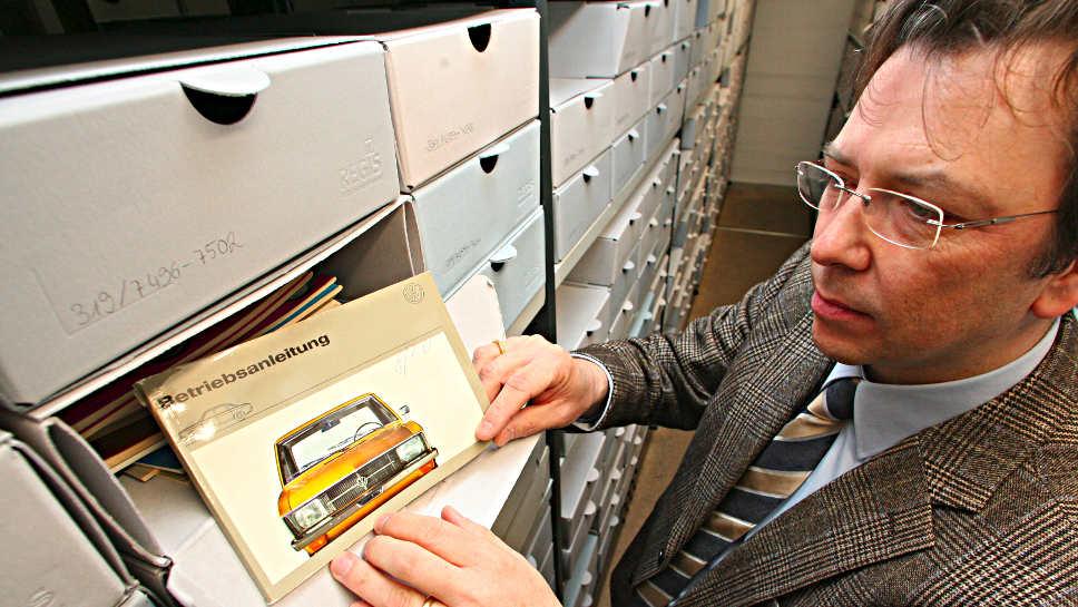 Der einstige VW-Chefhistoriker Manfred Grieger erhält Unterstützung von Kollegen.