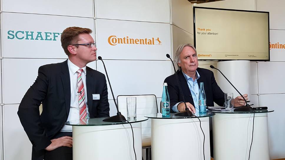 Christopher Breitsameter (l.) und Peter Gutzmer. Foto: Mertens
