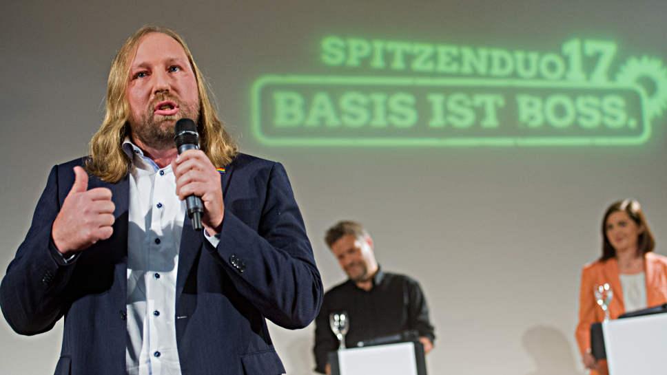 Grünen-Fraktionschef Anton Hofreiter (l.) fordert den Verzicht von Verbrennern.
