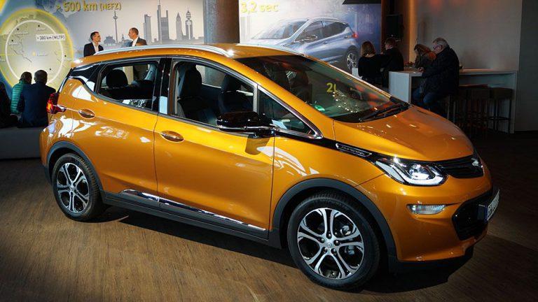 Opel Ampera-e fährt in neues Kapitel der Elektromobilität