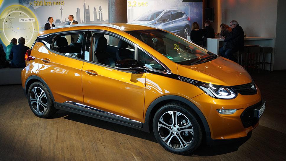 Der Opel Ampera-e soll 500 Kilometer mit einer Ladung schaffen