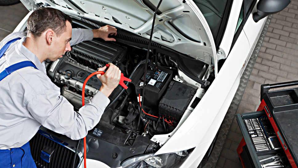 Die Batterie sollte regelmäßig geprüft werden.