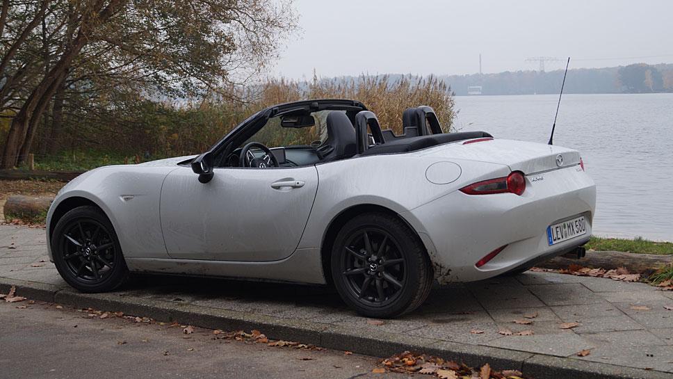 Der Mazda MX-5 bietet auch bei kühleren Temperaturen ein offenes Fahrerlebnis