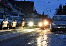 Bei Blitzeis zahl nur die Vollkaskoversicherung für Schäden am eigenen Auto.