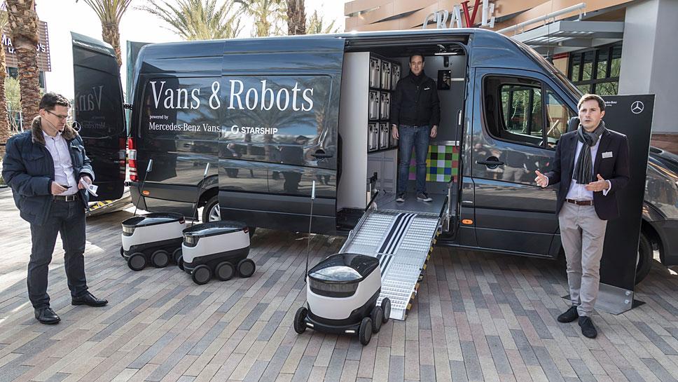 Das Paket wird auf den letzten Metern per Roboter ausgeliefert.