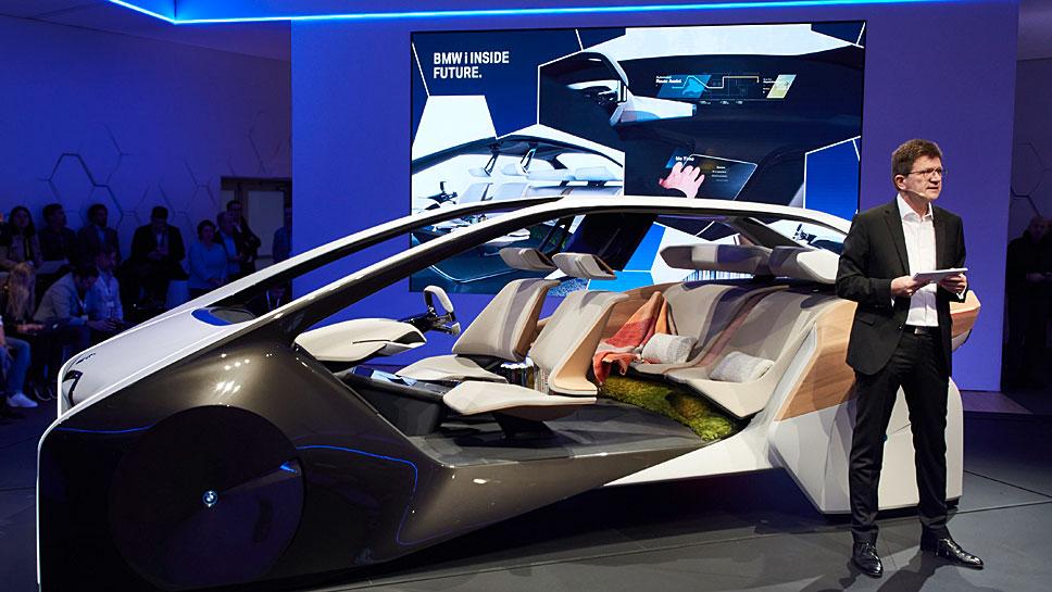 BMW-Entwicklungsvorstand Klaus Fröhlich präsentiert Visionen