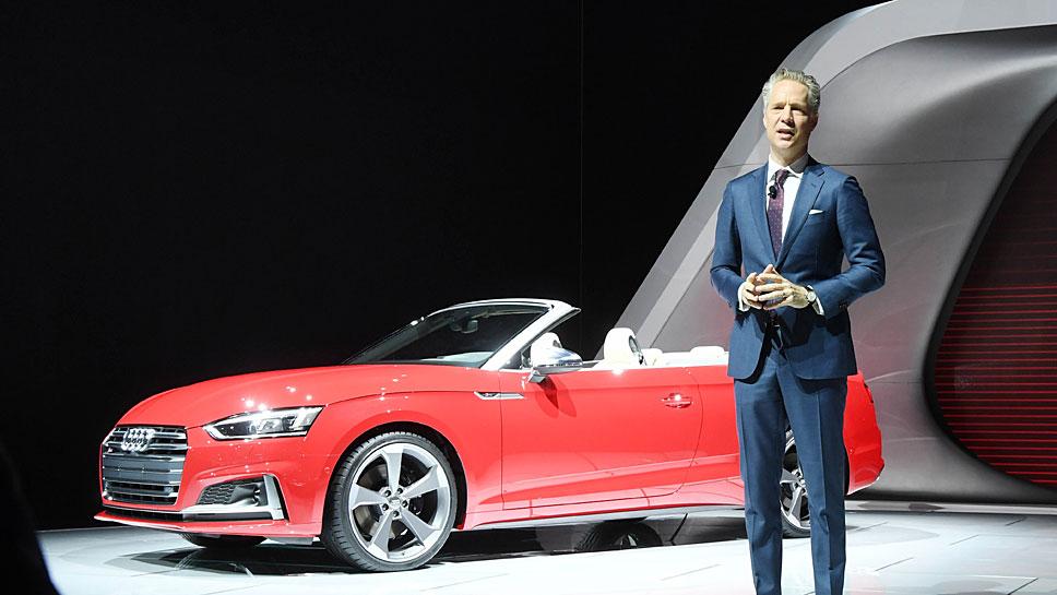 Scott Keogh, Präsident von Audi Amerika, stellt das S5 Cabrio vor