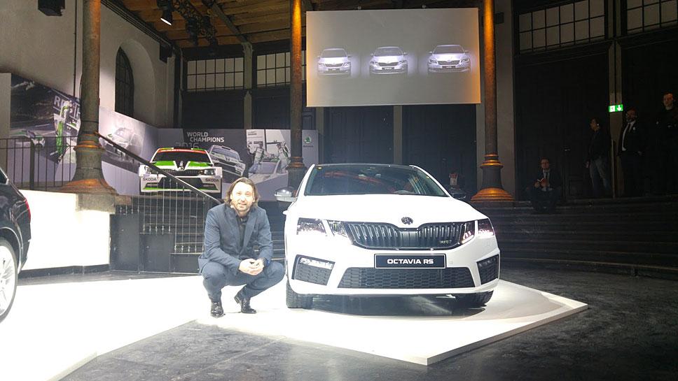 Skoda-Chefdesigner Jozef Kaban vor dem Octavia RS