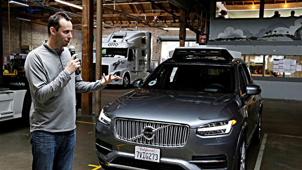 Anthony Levandowski von Uber und ein selbstfahrender Volvo.