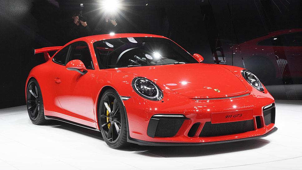 Der Heckspoiler kennzeichnet den Porsche 911 GT3