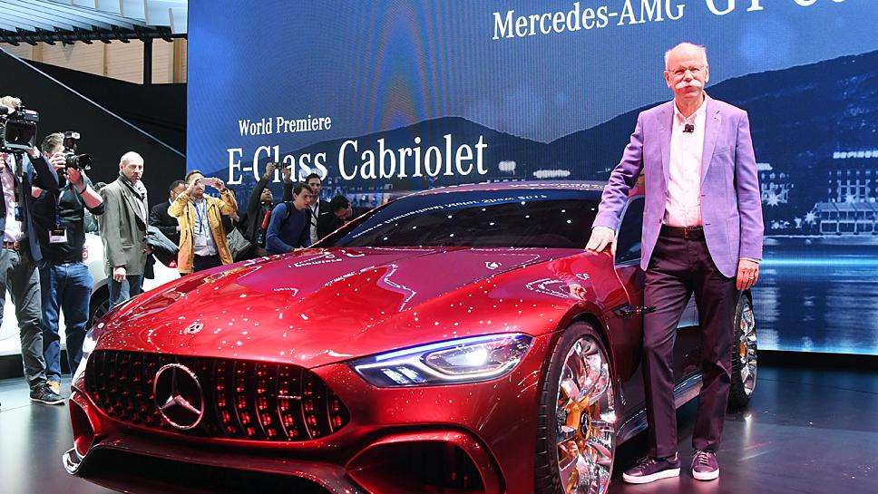 Daimler-Chef Dieter Zetsche vor dem Mercedes-AMG GT Concept