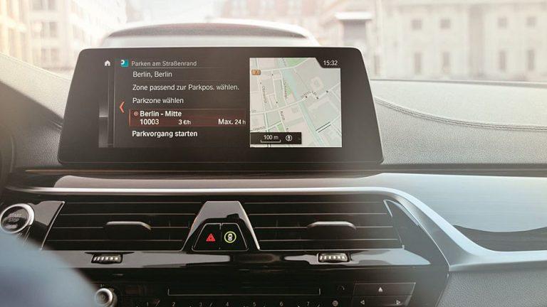 BMW-Fahrzeuge bezahlen Parkgebühren über Navi