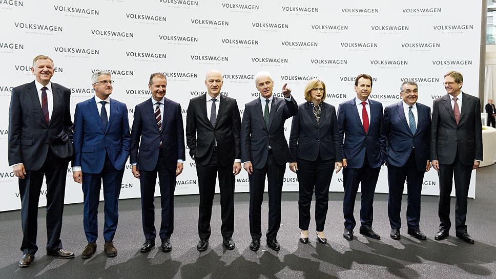 VW-Chef Mattias Müller (Mitte) mit den Vorstandskollegen