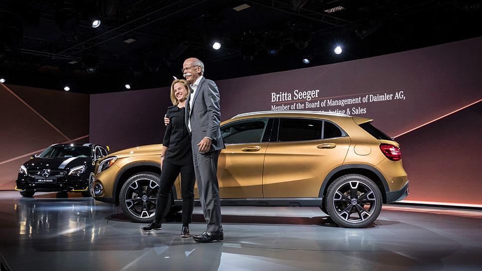 Britta Seeger und Daimler-Chef Dieter Zetsche