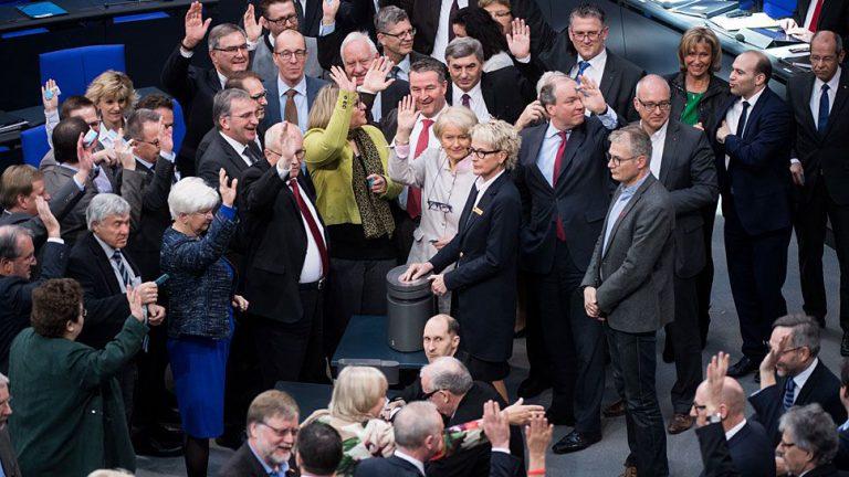 Bundestag nickt Pkw-Maut ab, doch Hürden bleiben