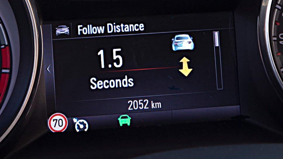 Opel bietet auch Astras mit manuellem Sechsganggetriebe mit ACC an.