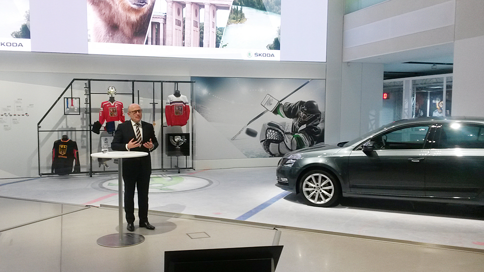 Skoda-Chef Bernhard Maier eröffnet die Ausstellung