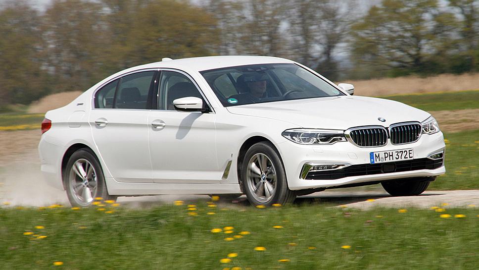 Der BMW 530e ist auch als Hybrider sportlich unterwegs