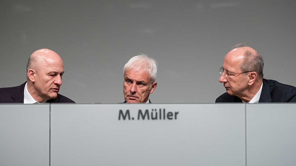 Frank Witter, Matthias Müller und Hans Dieter Pötsch (v.l.)