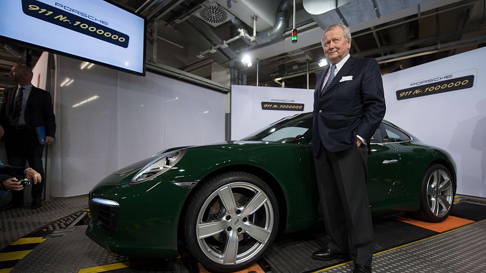 Wolfgang Porsche vor dem einmillionsten 911