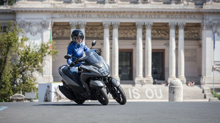 Yamaha Tricity 125: Dreiradroller gegen Schlaglöcher