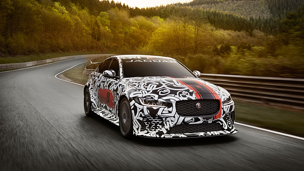 Der Jaguar XE SV Project 8 feiert Premiere in Goodwood