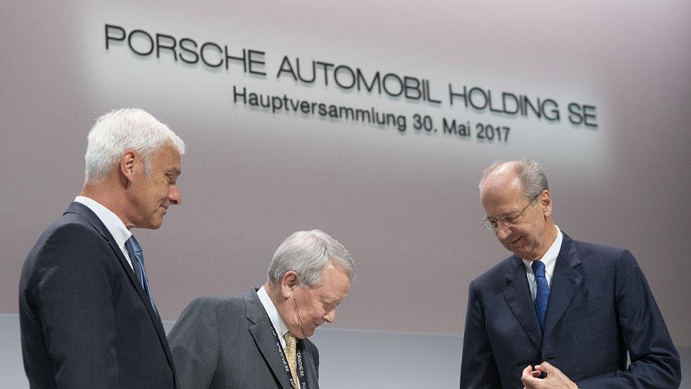 Matthias Müller, Wolfgang Porsche und Hans Dieter Pötsch (v.l.n.r.)