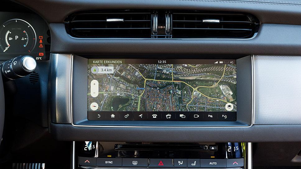 Der Dual-View-Touchscreen ist neu beim Jaguar XE und XF