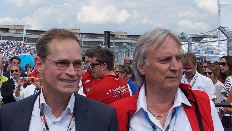 Berlins Bürgermeister Michael Müller (l.) und Schaeffler-Entwicklungschef Peter Gutzmer