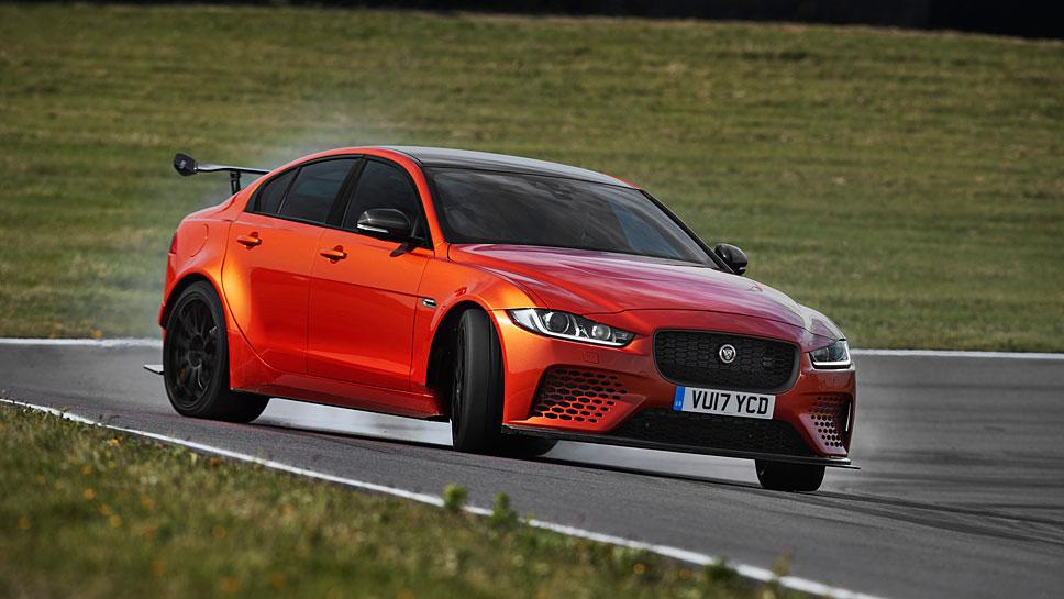 Der Jaguar XE SV Project 8 erreicht in 3,3 Sekunden Tempo 100