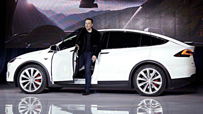 Tesla-Chef plant Bau von drei großen Fabriken