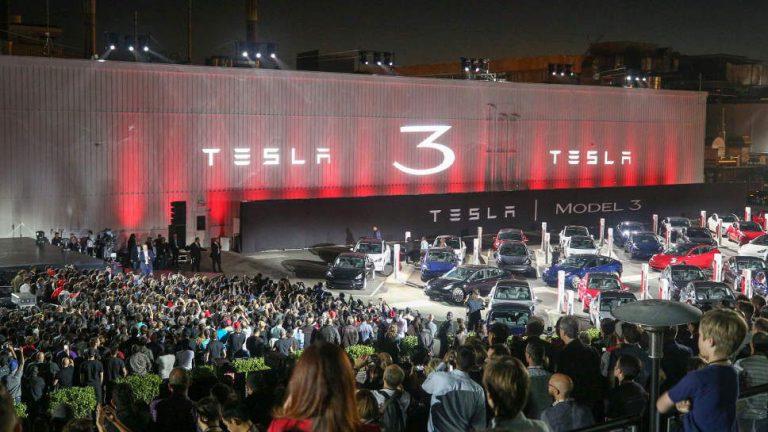 Tesla Model 3: Der Volksstromer rollt an