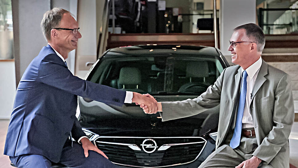 Opel-Chef Michael Lohscheller (l.) und PSA-Chef Carlos Tavares.