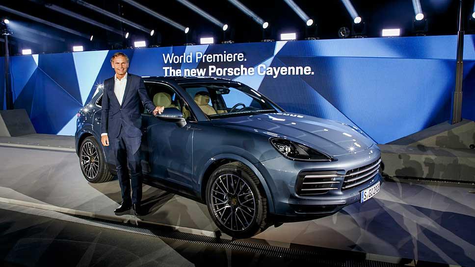 Porsche-Chef Oliver Blume vor dem neuen Cayenne